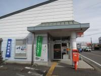 三橋郵便局の前