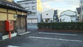 京都交通・JRバス市民病院前バス停すぐ