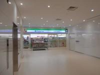 ファミリーマート熊本市民病院店内1