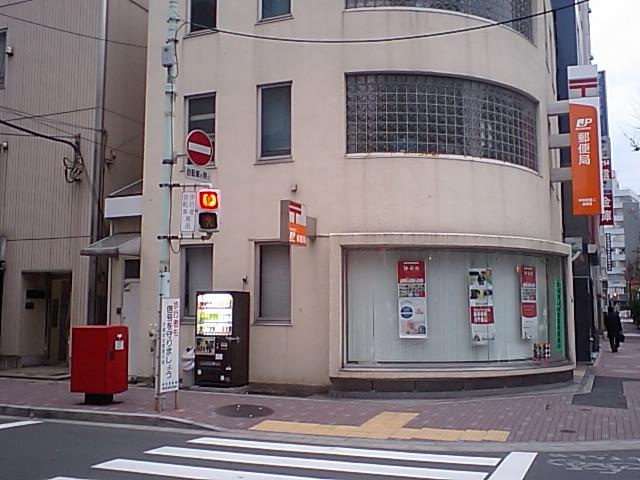 ポスト写真 : 中央新富二郵便局の前 : 中央新富二郵便局の前 : 東京都中央区新富二丁目5-1