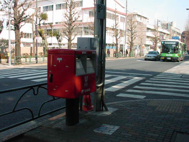 ポスト写真 : 学習院前 : 学習院目白キャンパス正門横 : 東京都豊島区目白一丁目5-1