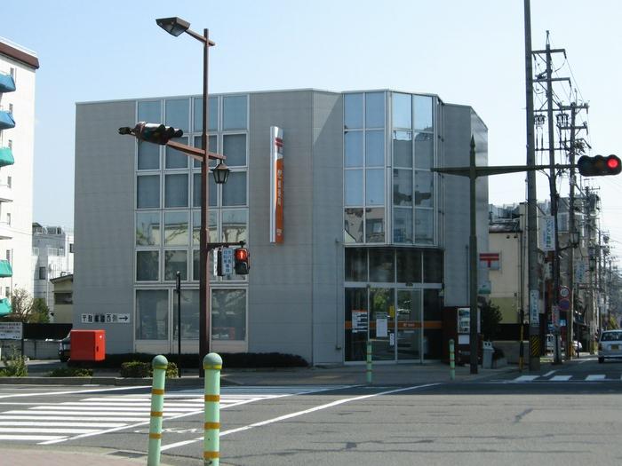 ポスト写真 : 長野緑郵便局前 : 長野緑郵便局の前 : 長野県長野市鶴賀緑町1392-1