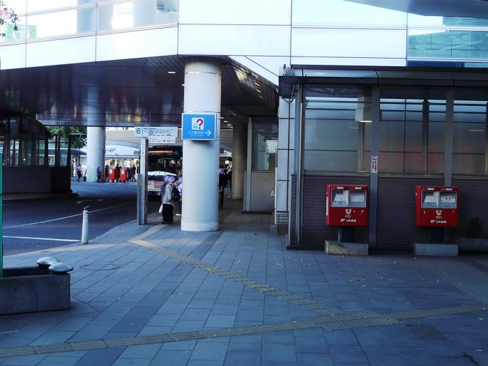JR千葉駅東口2(左の2本は2374)