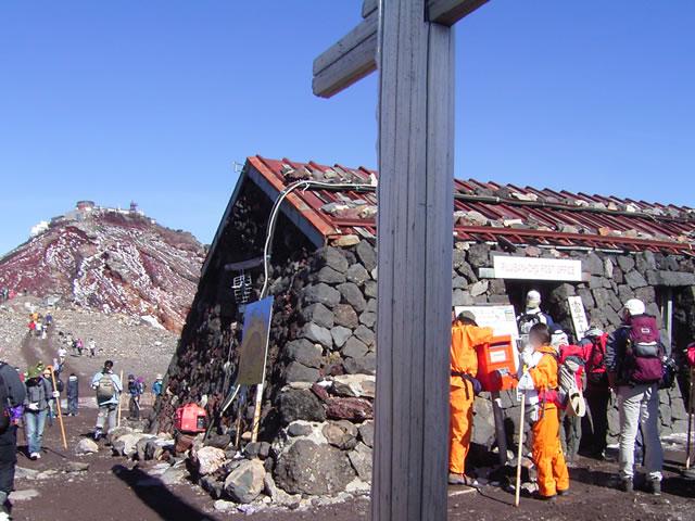 郵便局写真 : 2008夏の富士山頂郵便局 : 富士山頂郵便局 (定期開設局) : 静岡県富士宮市粟倉地先