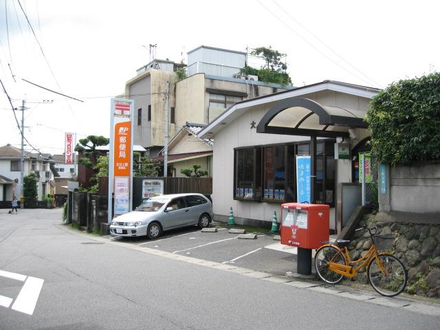 大分上野郵便局の前