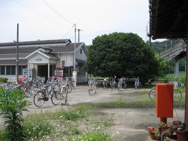 JR予讃線中萩駅前