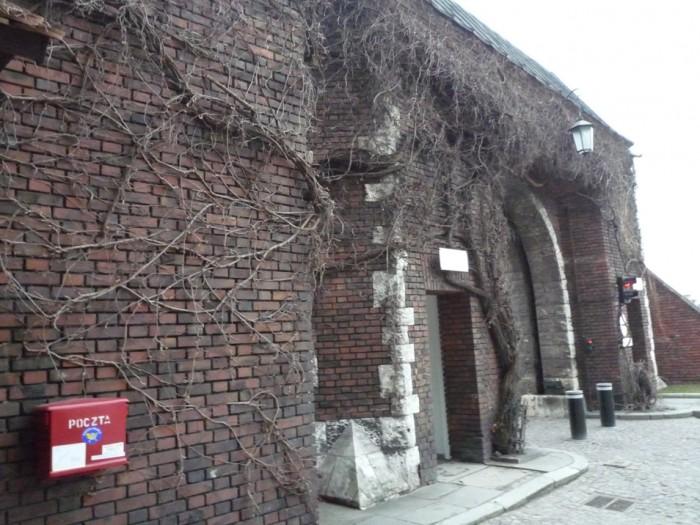 クラクフ・ヴァヴェル城南側城門内ポスト2