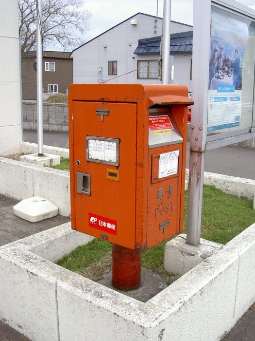 乙忠部郵便局の前2