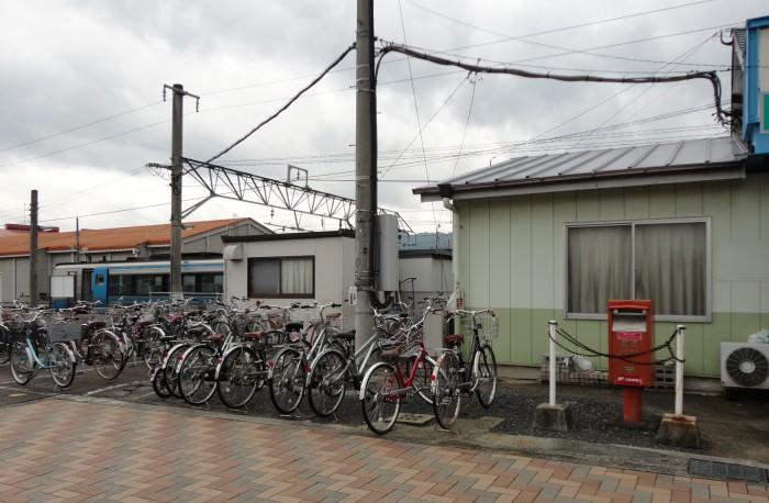 JR伊予市駅前