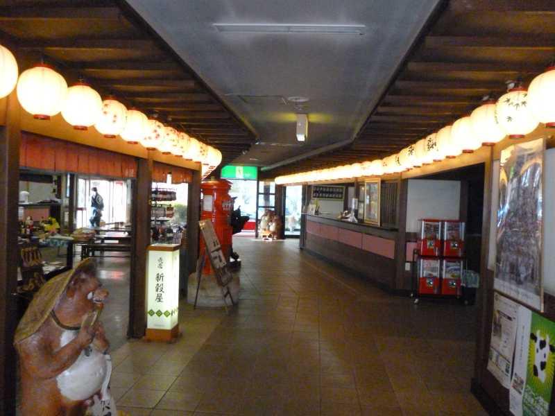 130414-いかほ秀水園の売店の片隅-P1000690