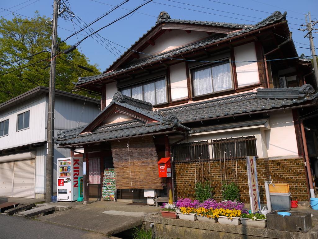 ポスト写真 : よさ店 : よさ店前 : 滋賀県長浜市高月町馬上1335