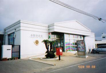 ポスト写真 : 2002/9/3撮影 : 与論郵便局の前 : 鹿児島県大島郡与論町茶花68-3