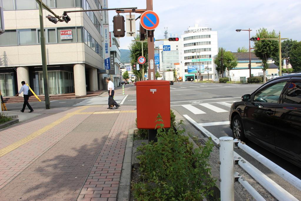 ポスト写真 : 長野緑郵便局の前 : 長野緑郵便局の前 : 長野県長野市鶴賀緑町1392-1
