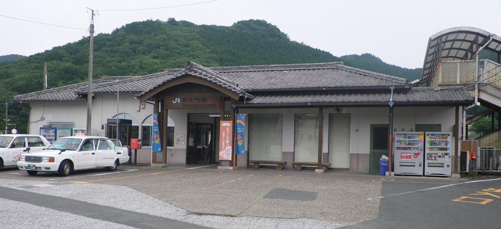 JR予讃線卯之町駅前
