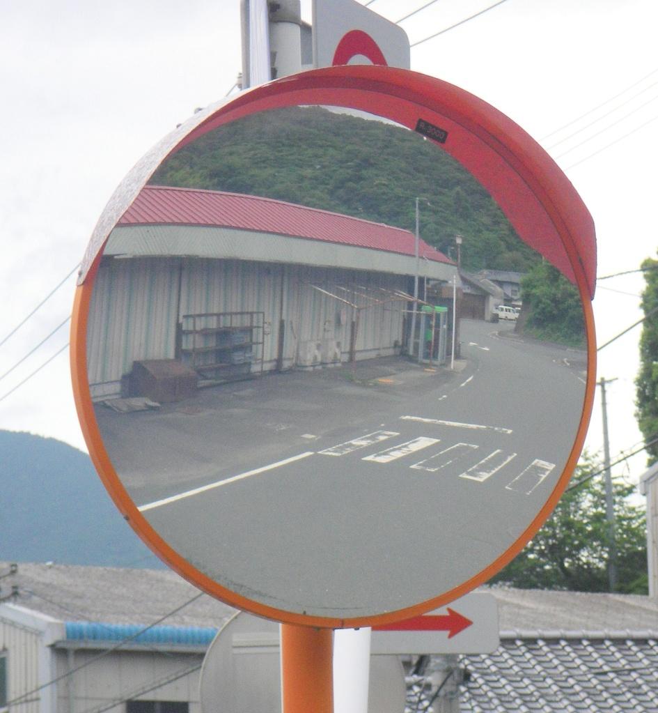 Aコープ喜須木店前(カーブミラー像)